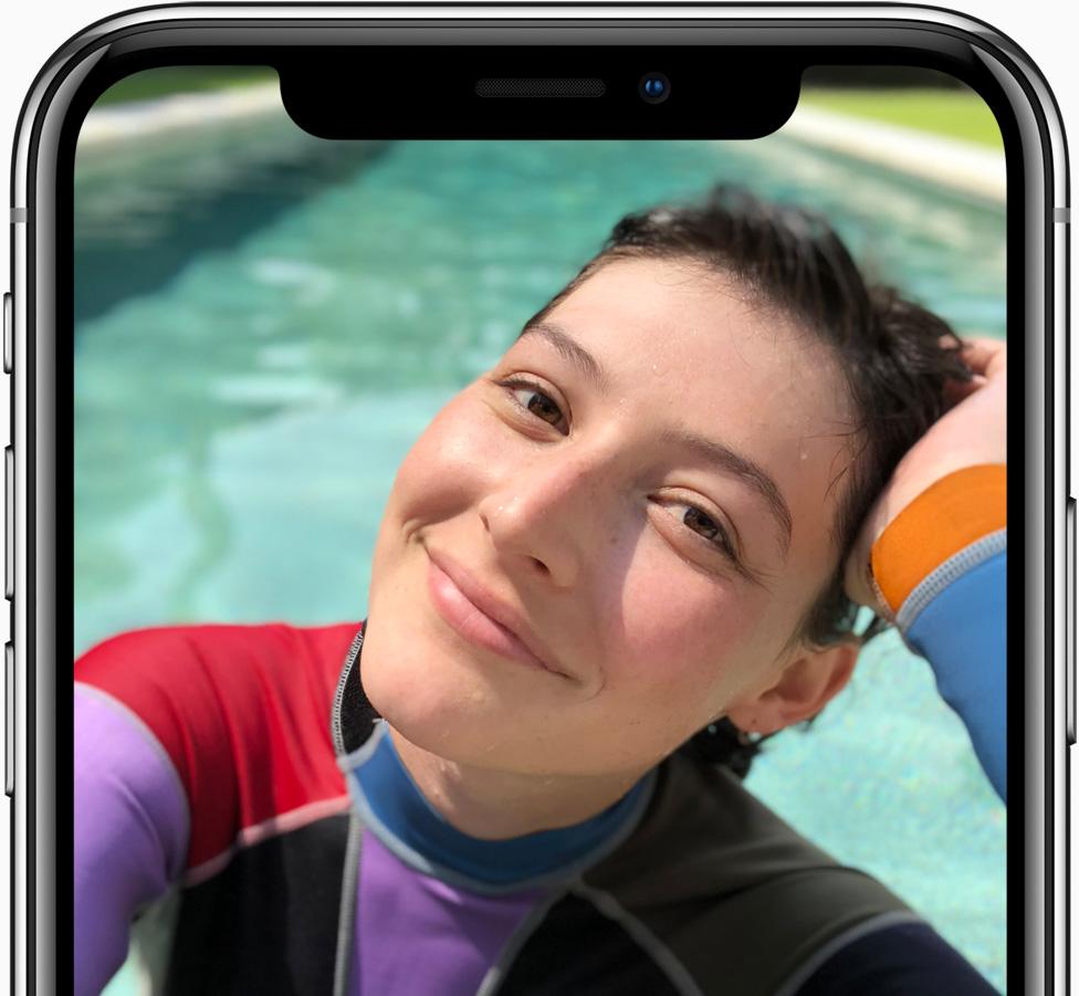 セルフィー 撮影例 プール - Apple サイトより転載